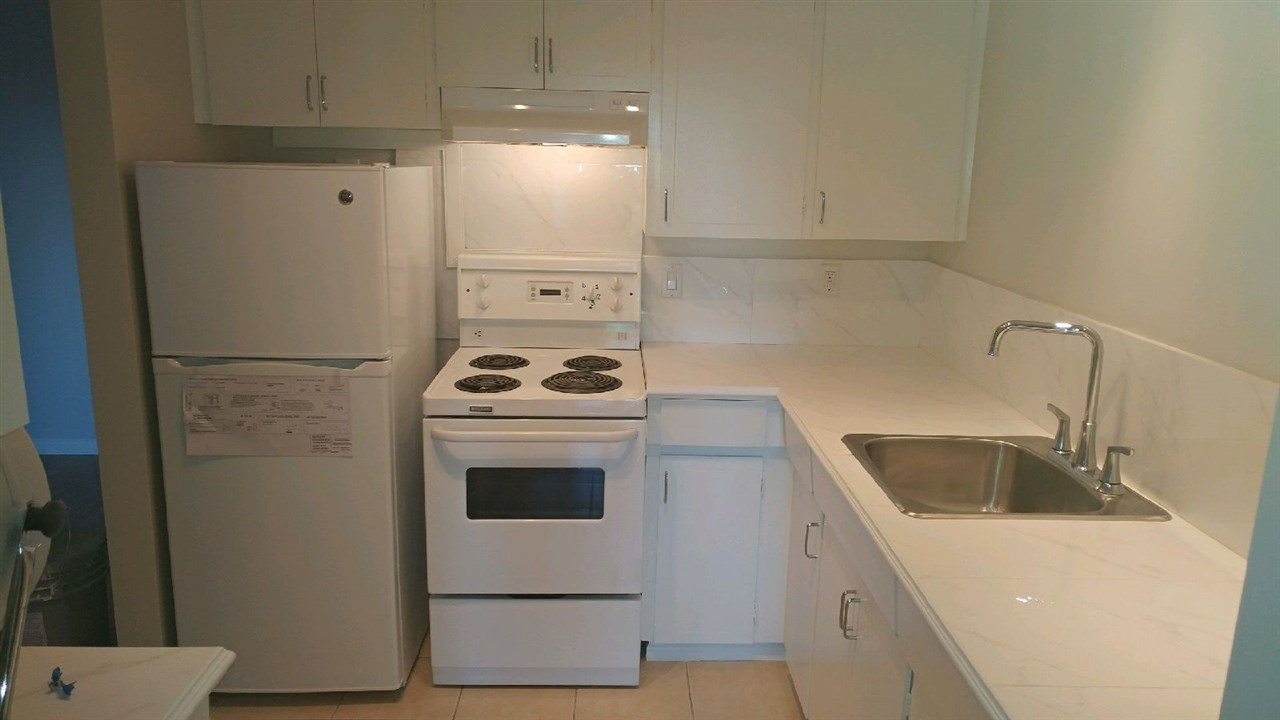Condo Apartment at 307 611 BLACKFORD STREET, Unit 307, New Westminster, British Columbia. Image 2