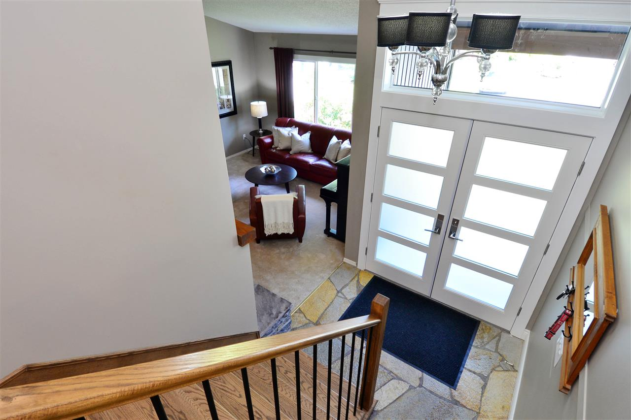 Detached at 2303 COVE PLACE, South Surrey White Rock, British Columbia. Image 2