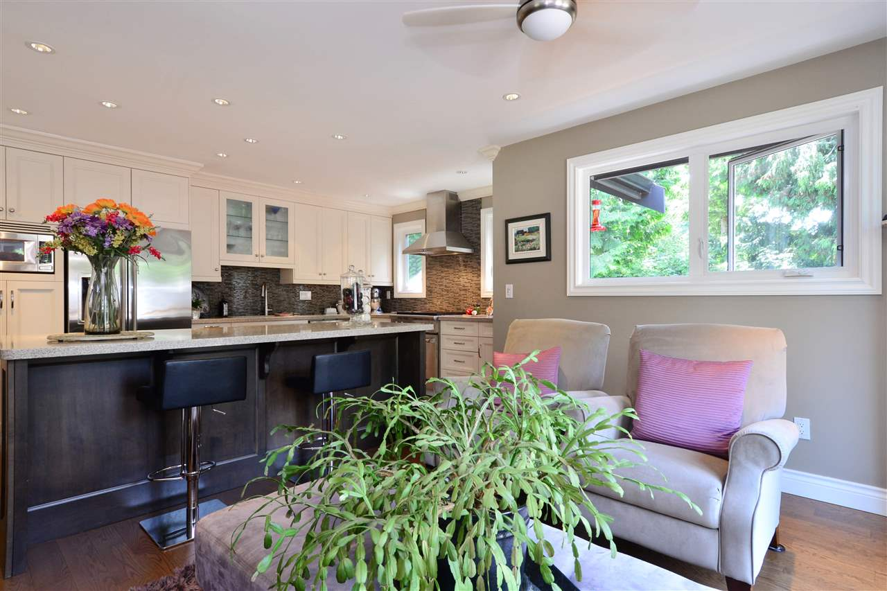 Detached at 2303 COVE PLACE, South Surrey White Rock, British Columbia. Image 6