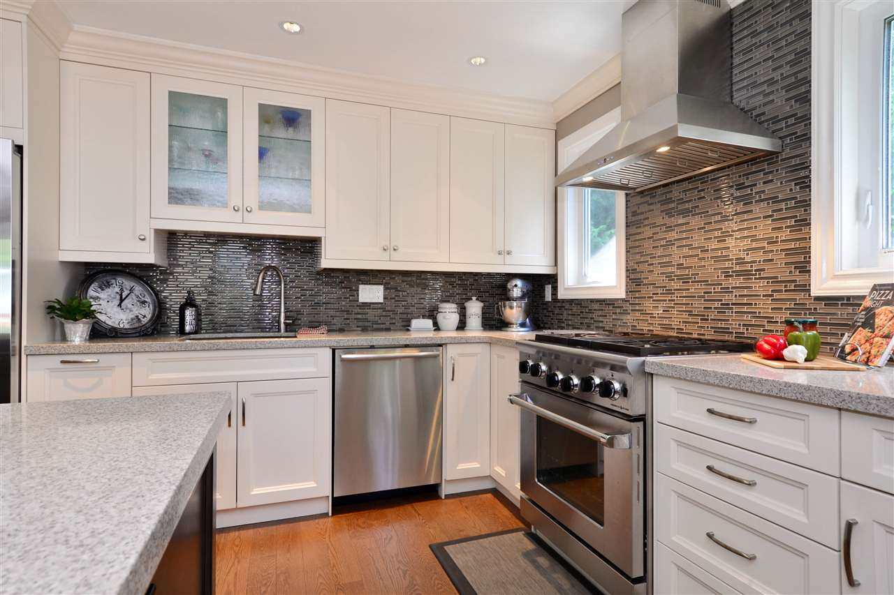 Detached at 2303 COVE PLACE, South Surrey White Rock, British Columbia. Image 7
