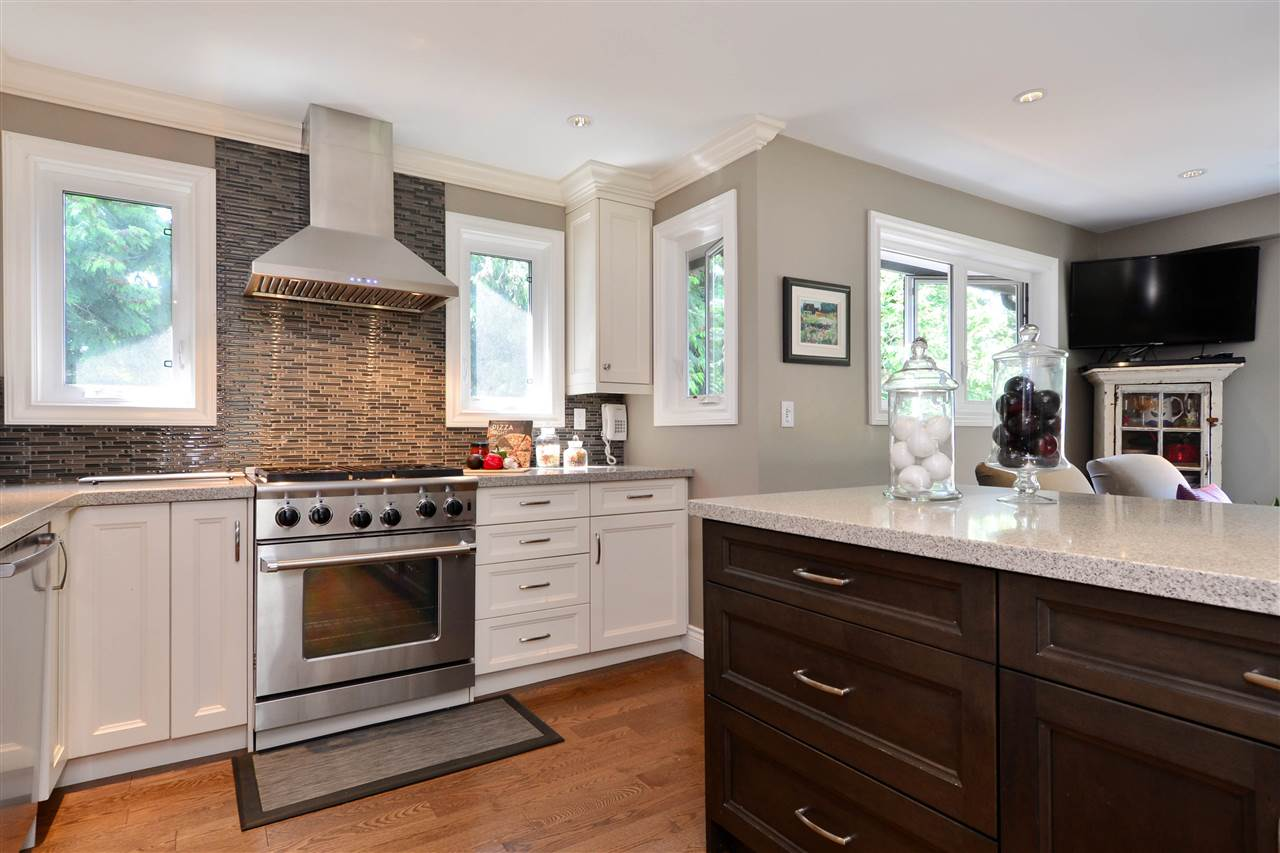 Detached at 2303 COVE PLACE, South Surrey White Rock, British Columbia. Image 8