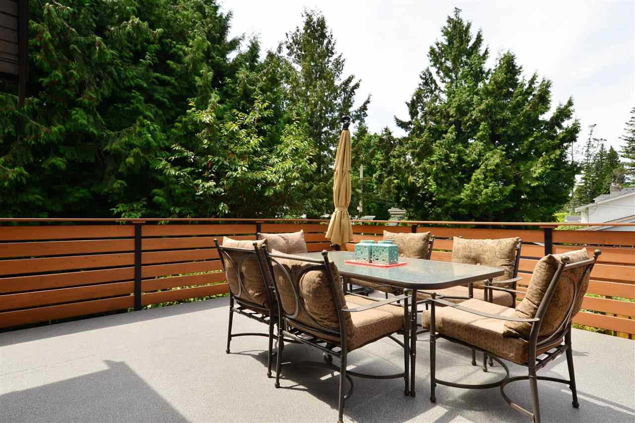 Detached at 2303 COVE PLACE, South Surrey White Rock, British Columbia. Image 19