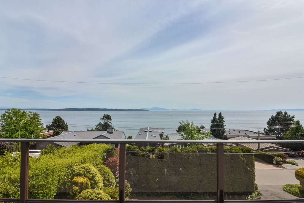 Detached at 14371 SUNSET DRIVE, South Surrey White Rock, British Columbia. Image 2