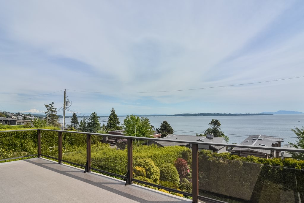 Detached at 14371 SUNSET DRIVE, South Surrey White Rock, British Columbia. Image 4