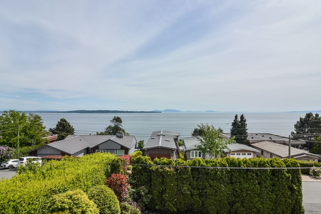Detached at 14371 SUNSET DRIVE, South Surrey White Rock, British Columbia. Image 5