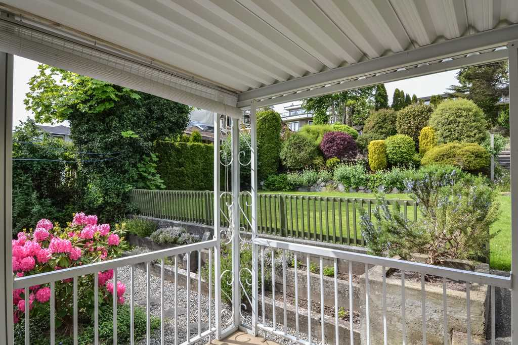 Detached at 14371 SUNSET DRIVE, South Surrey White Rock, British Columbia. Image 9