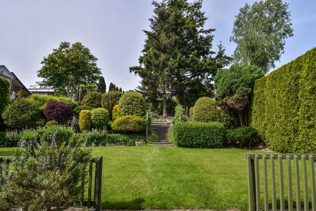 Detached at 14371 SUNSET DRIVE, South Surrey White Rock, British Columbia. Image 10