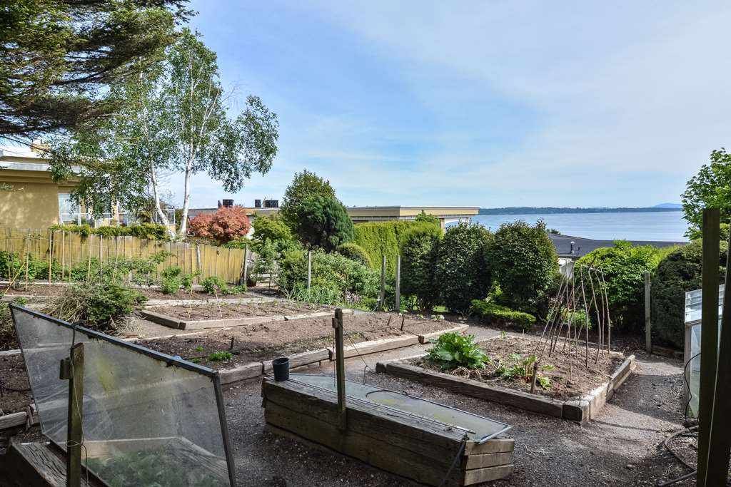 Detached at 14371 SUNSET DRIVE, South Surrey White Rock, British Columbia. Image 13