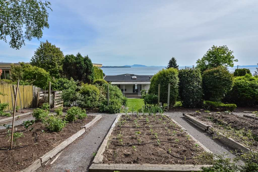 Detached at 14371 SUNSET DRIVE, South Surrey White Rock, British Columbia. Image 14