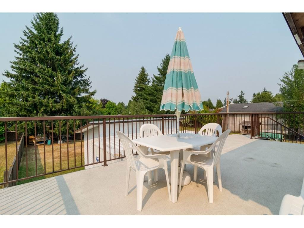 Detached at 5712 246 STREET, Langley, British Columbia. Image 2