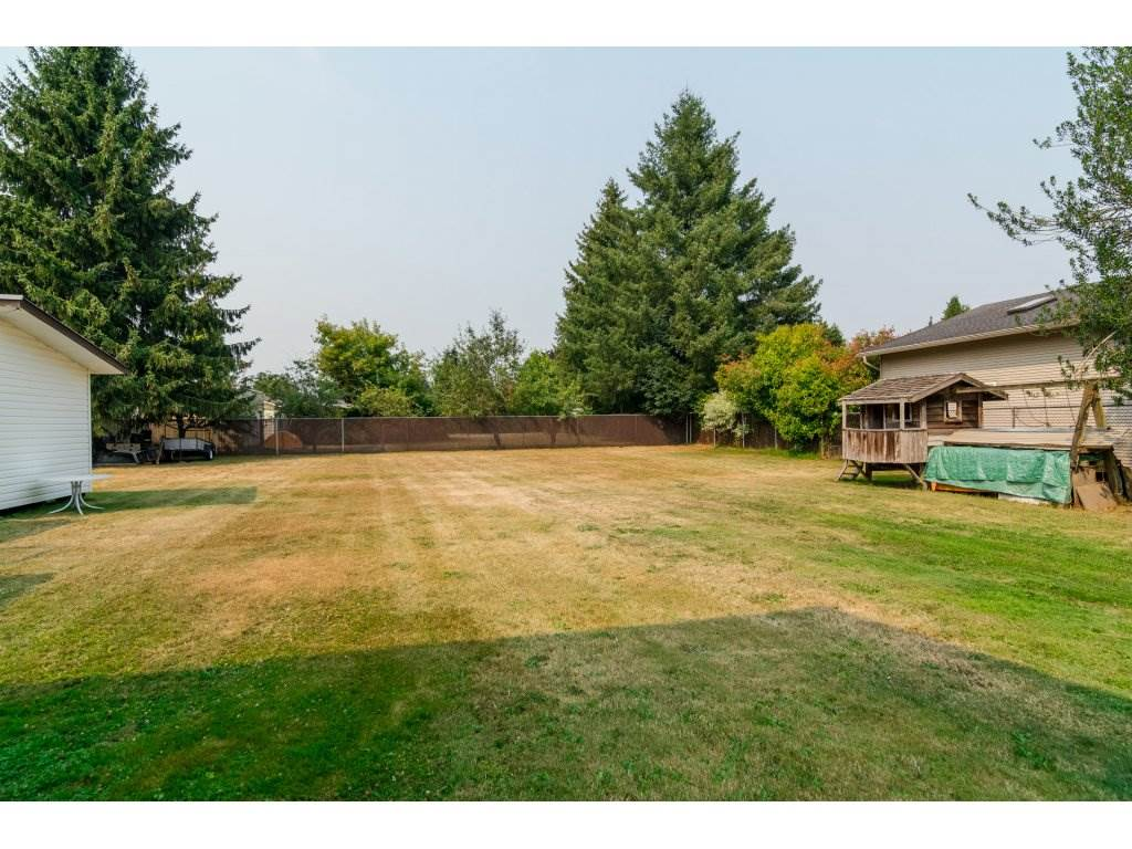 Detached at 5712 246 STREET, Langley, British Columbia. Image 3