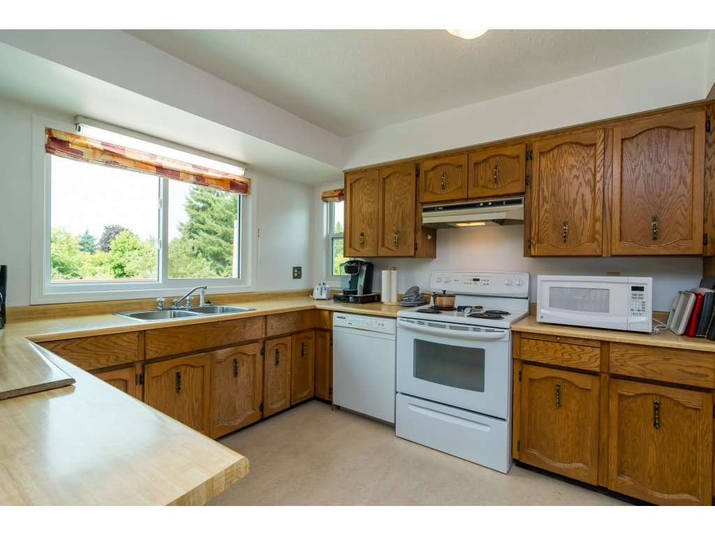 Detached at 5712 246 STREET, Langley, British Columbia. Image 10
