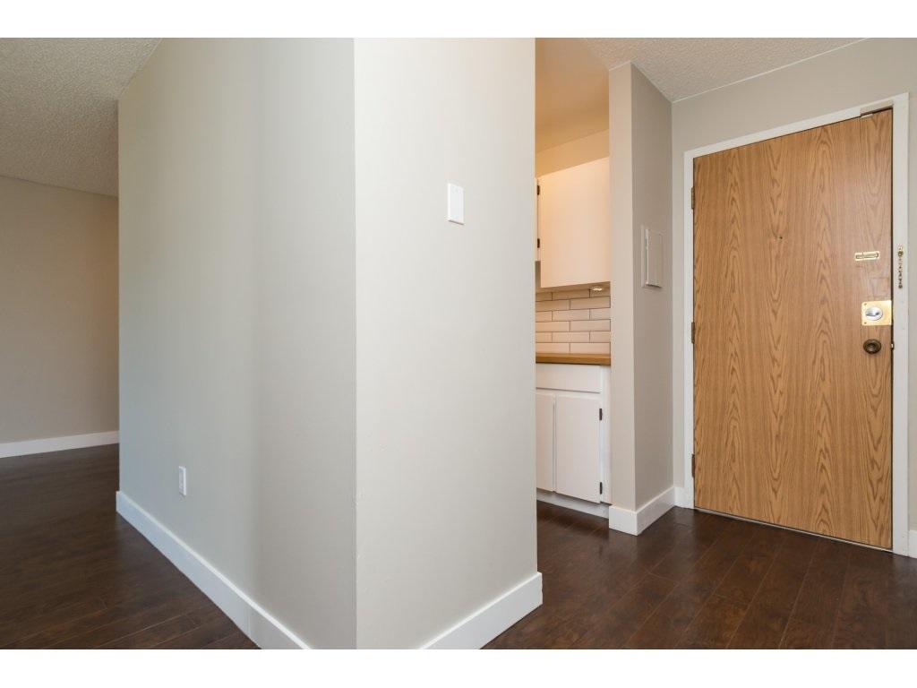 Condo Apartment at 323 1850 SOUTHMERE CRESCENT, Unit 323, South Surrey White Rock, British Columbia. Image 3