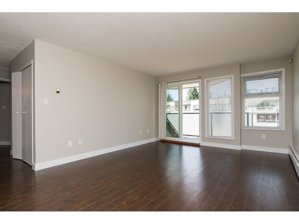 Condo Apartment at 323 1850 SOUTHMERE CRESCENT, Unit 323, South Surrey White Rock, British Columbia. Image 4