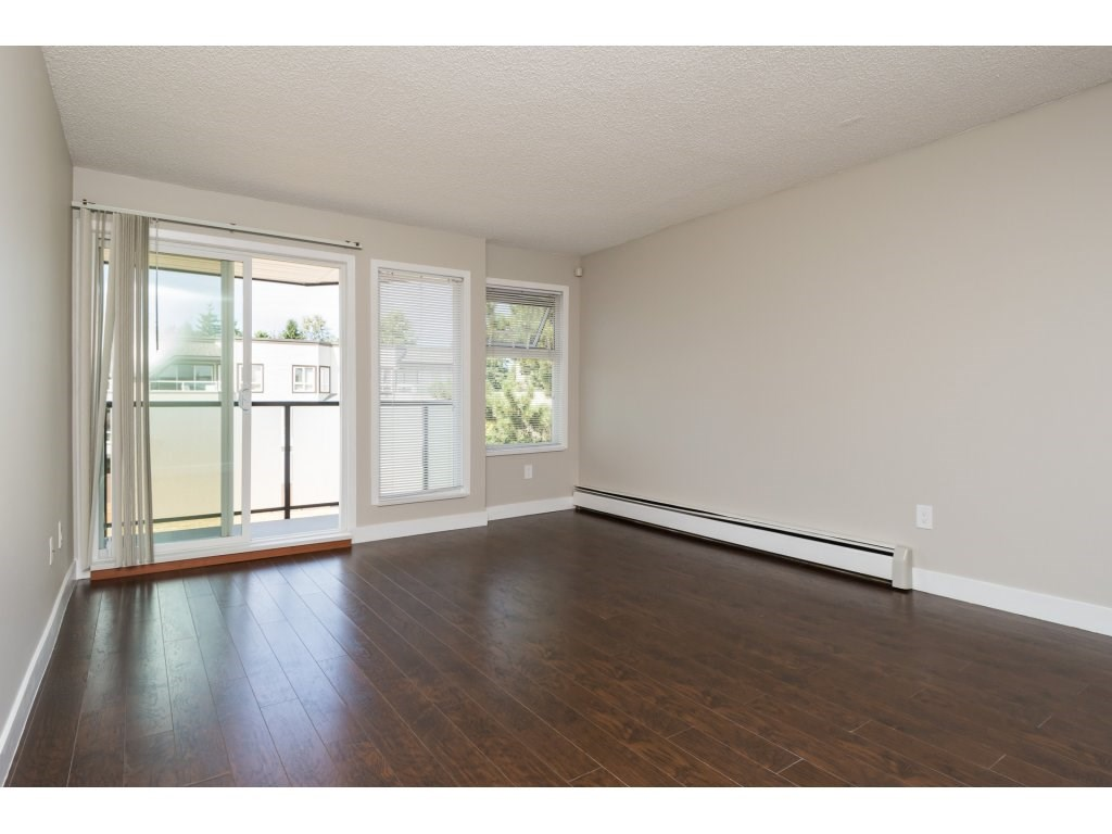 Condo Apartment at 323 1850 SOUTHMERE CRESCENT, Unit 323, South Surrey White Rock, British Columbia. Image 5