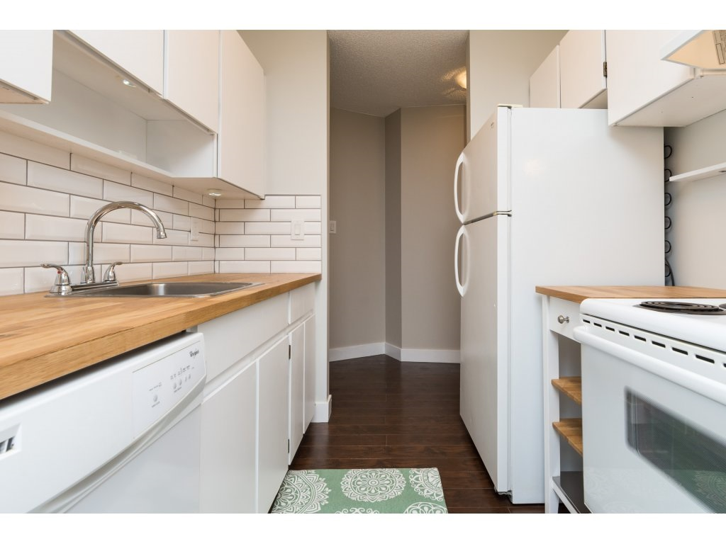 Condo Apartment at 323 1850 SOUTHMERE CRESCENT, Unit 323, South Surrey White Rock, British Columbia. Image 7