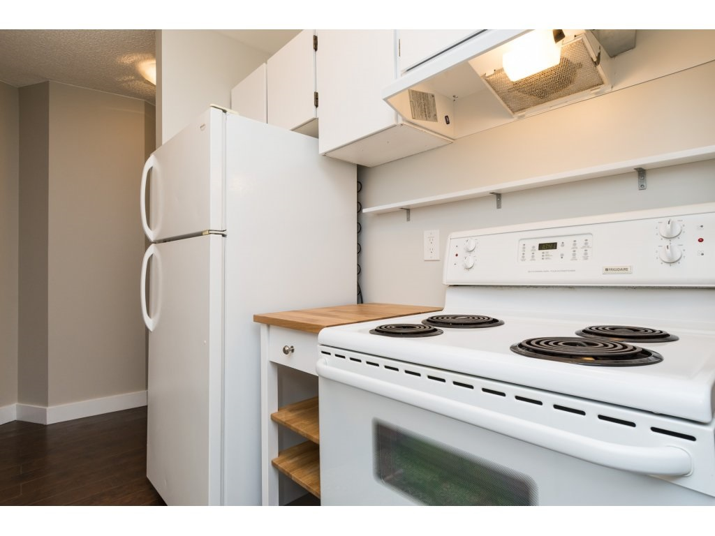 Condo Apartment at 323 1850 SOUTHMERE CRESCENT, Unit 323, South Surrey White Rock, British Columbia. Image 9
