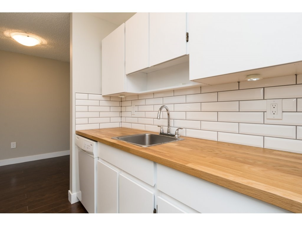 Condo Apartment at 323 1850 SOUTHMERE CRESCENT, Unit 323, South Surrey White Rock, British Columbia. Image 10