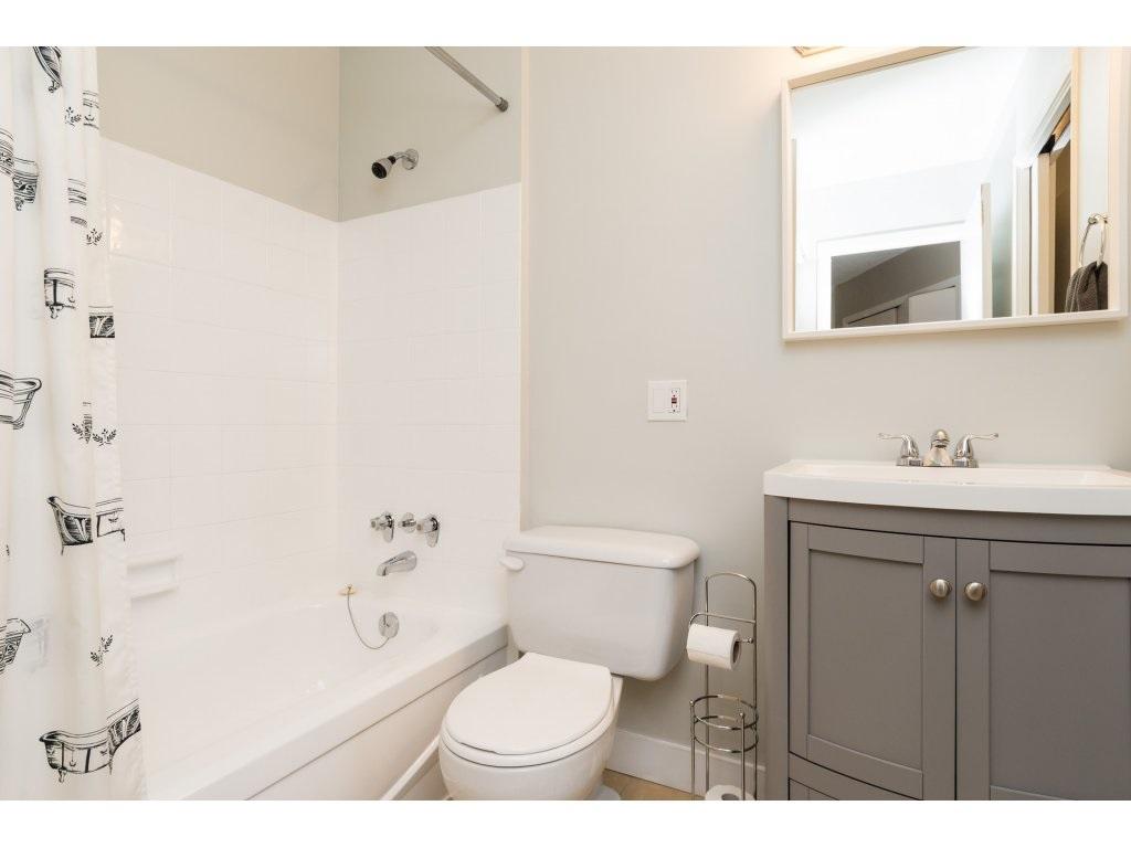 Condo Apartment at 323 1850 SOUTHMERE CRESCENT, Unit 323, South Surrey White Rock, British Columbia. Image 14