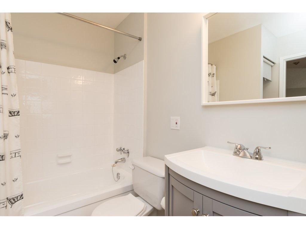 Condo Apartment at 323 1850 SOUTHMERE CRESCENT, Unit 323, South Surrey White Rock, British Columbia. Image 15