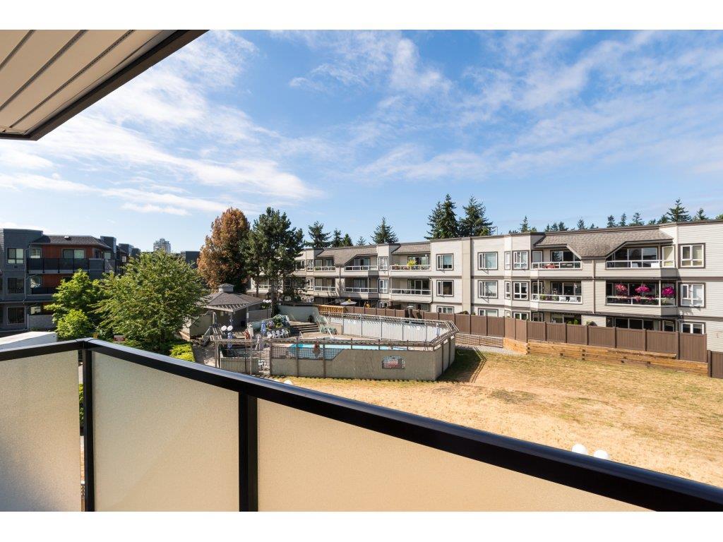 Condo Apartment at 323 1850 SOUTHMERE CRESCENT, Unit 323, South Surrey White Rock, British Columbia. Image 20