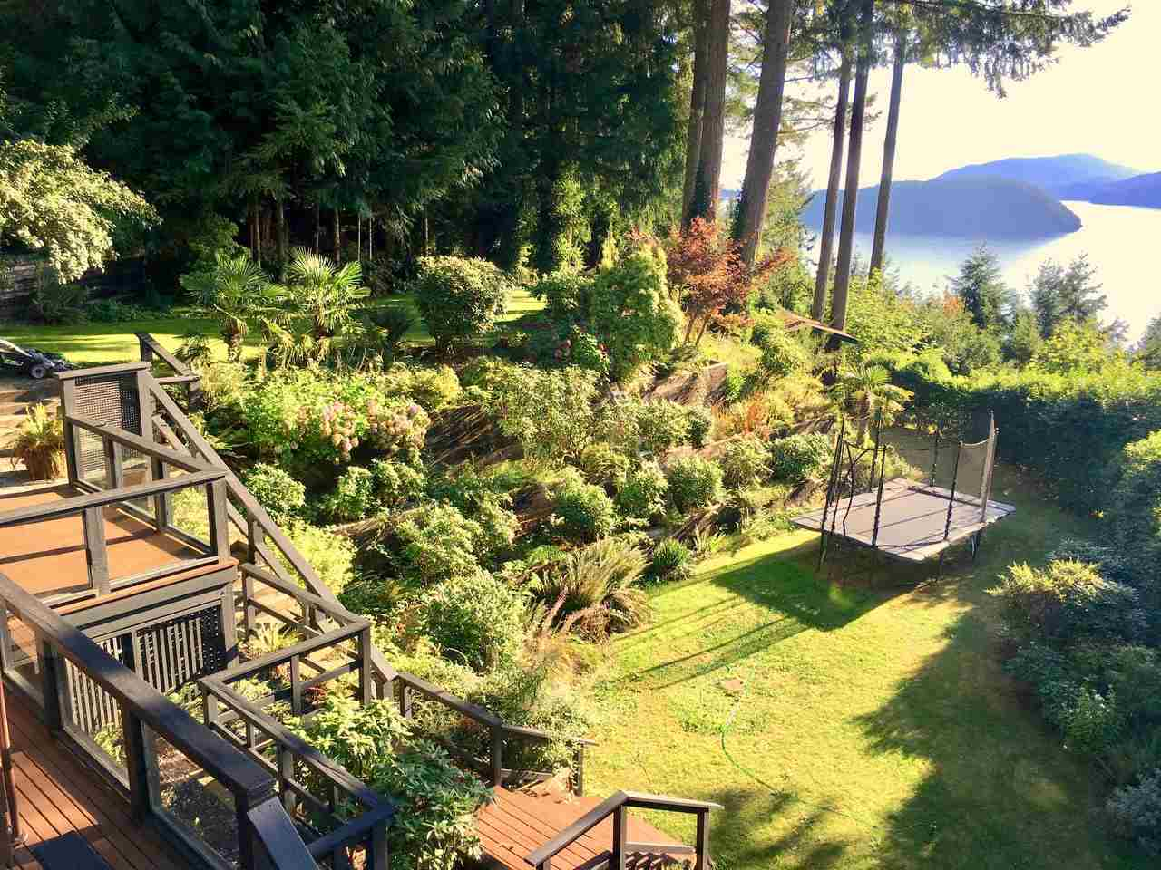 Detached at 410 MOUNTAIN DRIVE, West Vancouver, British Columbia. Image 15