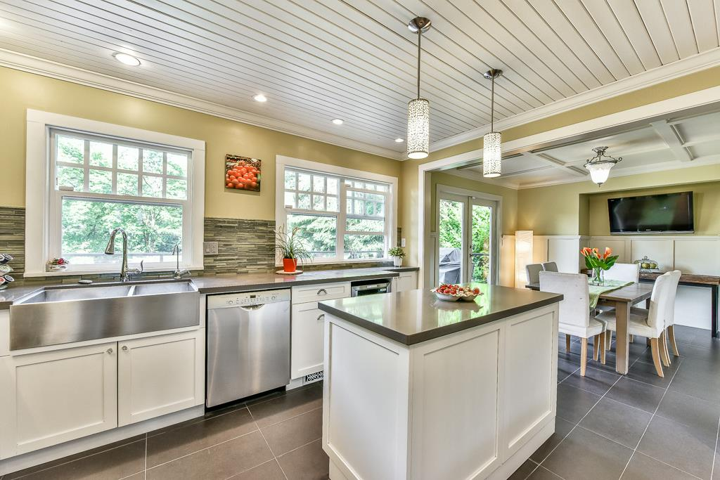 Detached at 14364 GREENCREST DRIVE, South Surrey White Rock, British Columbia. Image 6