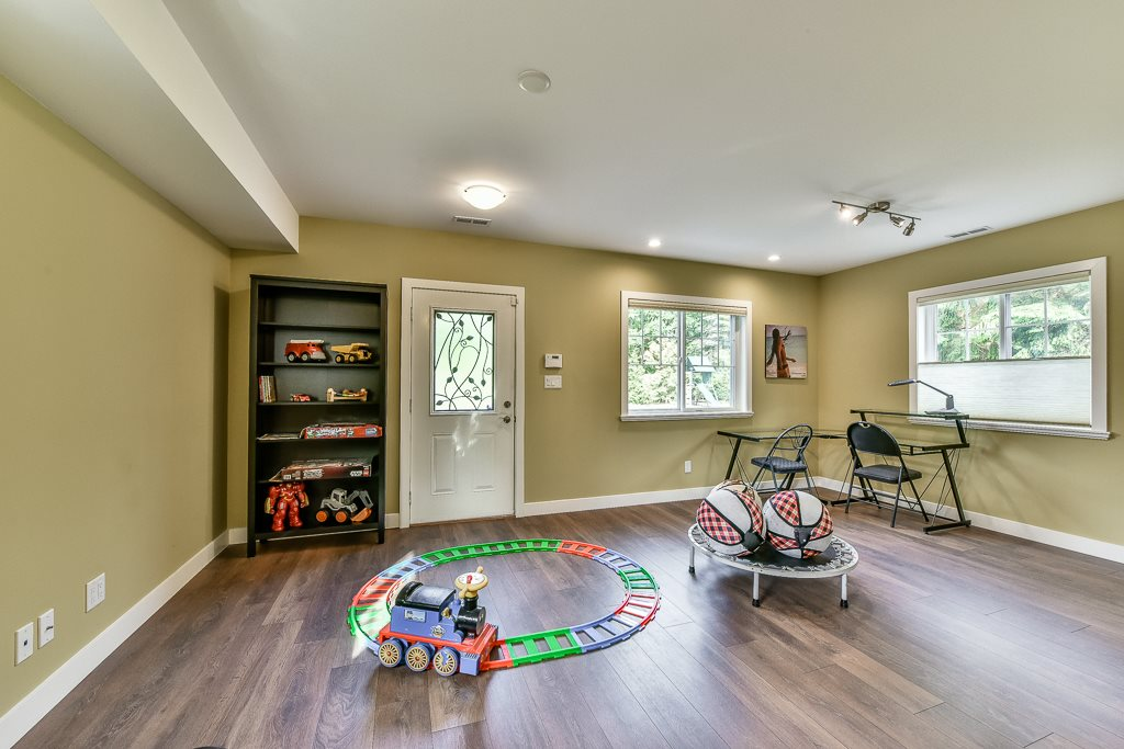 Detached at 14364 GREENCREST DRIVE, South Surrey White Rock, British Columbia. Image 18