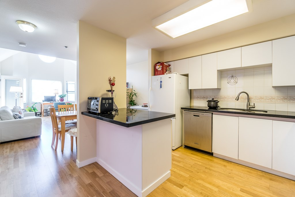 Condo Apartment at 307 5375 VICTORY STREET, Unit 307, Burnaby South, British Columbia. Image 2