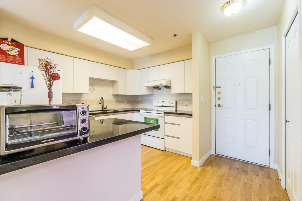 Condo Apartment at 307 5375 VICTORY STREET, Unit 307, Burnaby South, British Columbia. Image 4