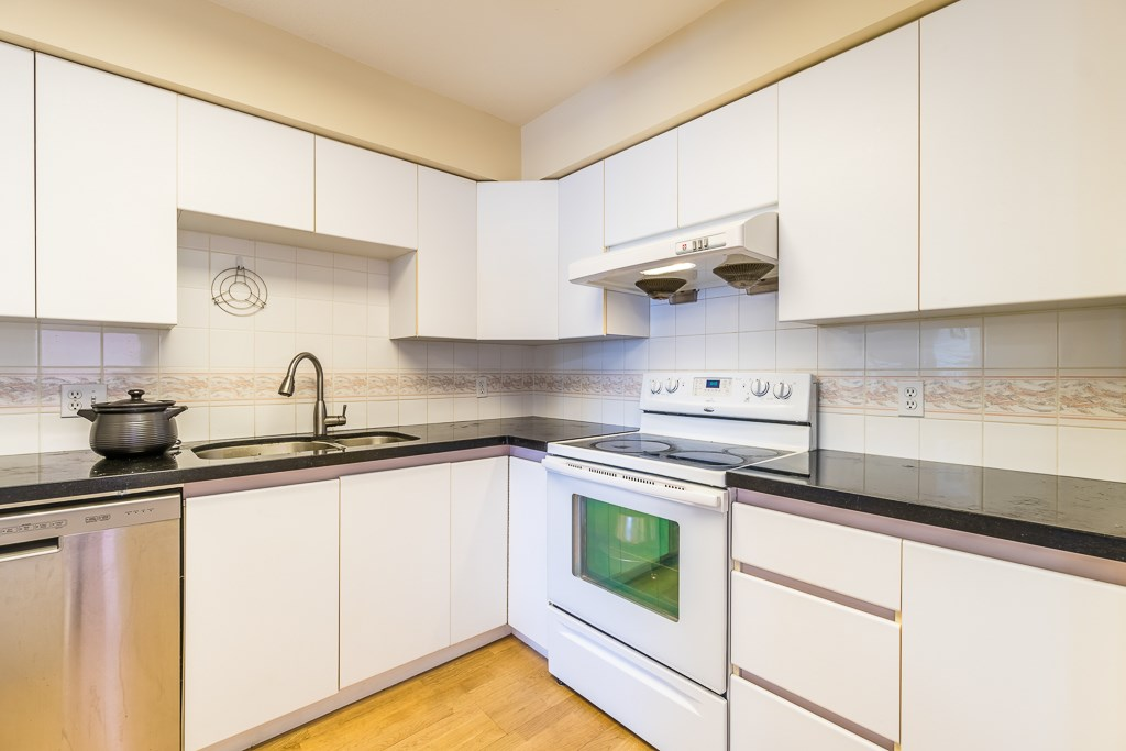 Condo Apartment at 307 5375 VICTORY STREET, Unit 307, Burnaby South, British Columbia. Image 6