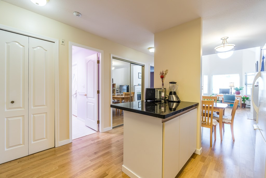 Condo Apartment at 307 5375 VICTORY STREET, Unit 307, Burnaby South, British Columbia. Image 7