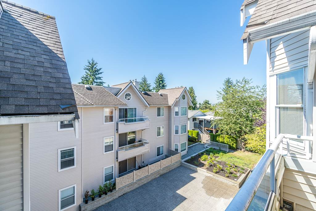 Condo Apartment at 307 5375 VICTORY STREET, Unit 307, Burnaby South, British Columbia. Image 18