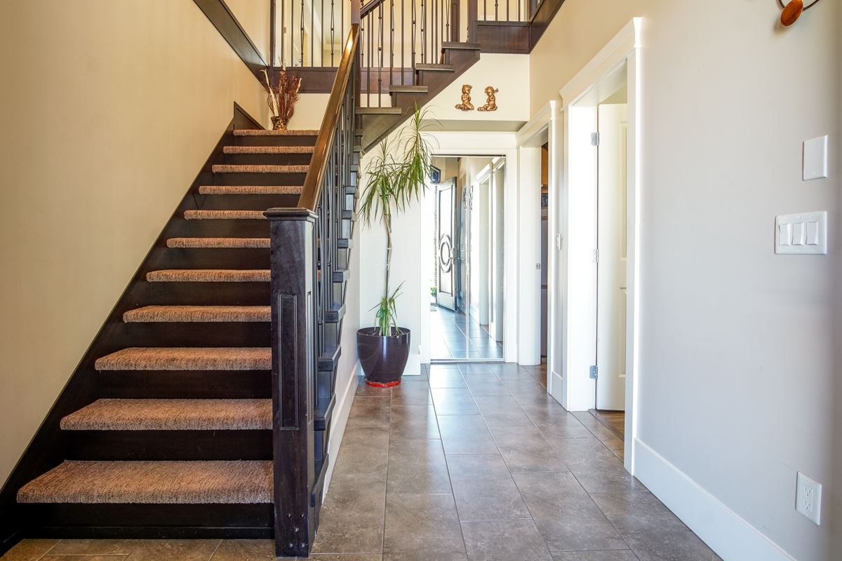 Detached at 8835 WOOLER TERRACE, Mission, British Columbia. Image 3