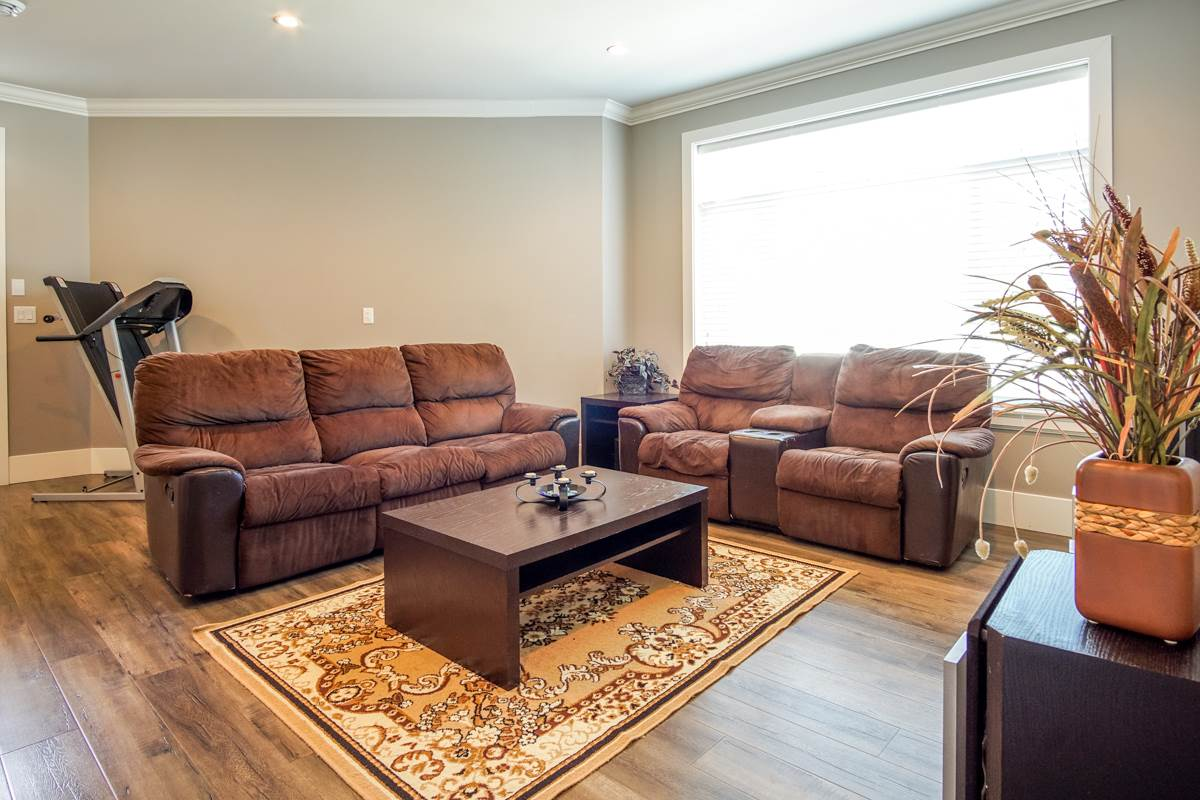 Detached at 8835 WOOLER TERRACE, Mission, British Columbia. Image 4
