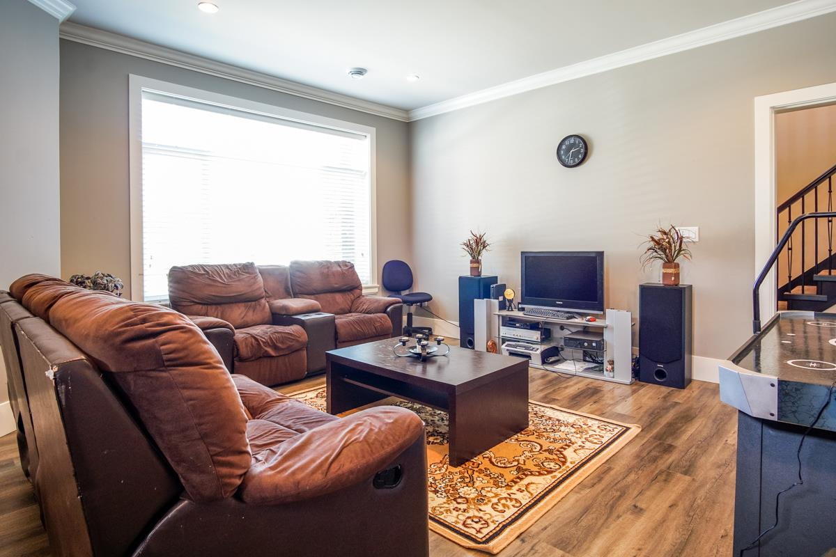 Detached at 8835 WOOLER TERRACE, Mission, British Columbia. Image 5