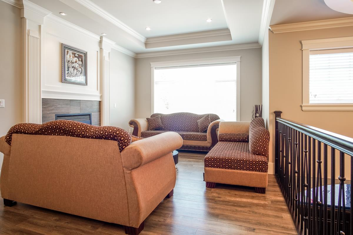 Detached at 8835 WOOLER TERRACE, Mission, British Columbia. Image 8