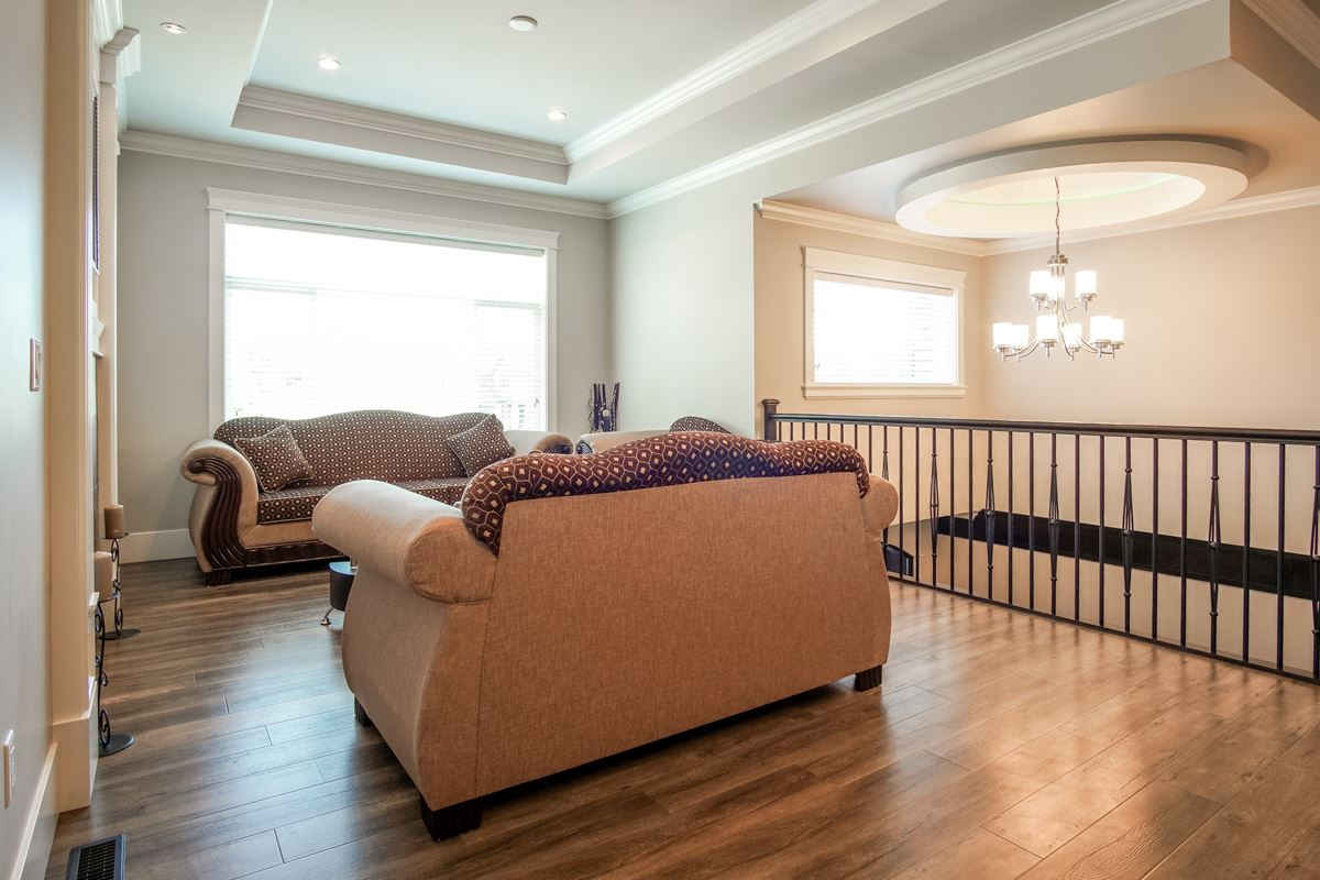 Detached at 8835 WOOLER TERRACE, Mission, British Columbia. Image 11