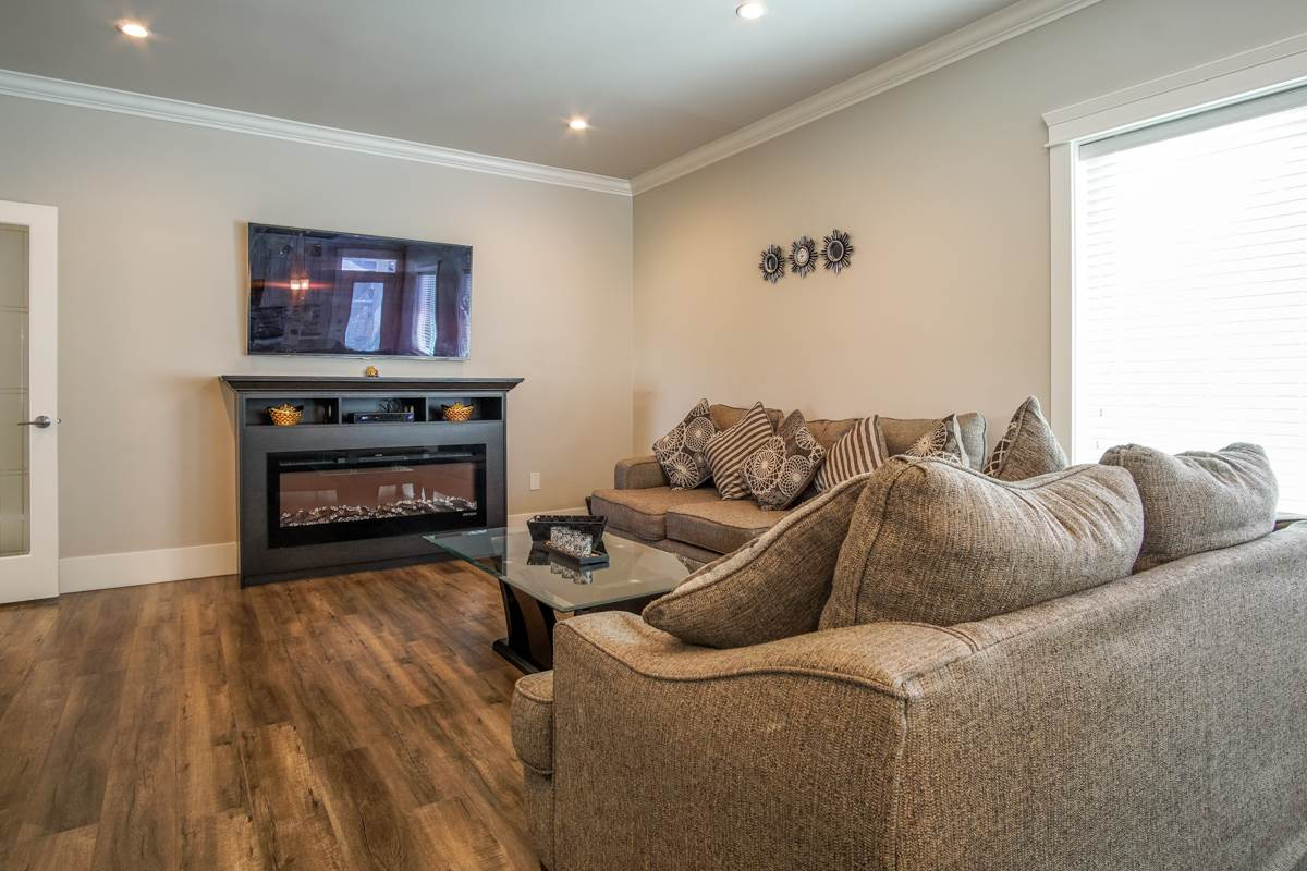 Detached at 8835 WOOLER TERRACE, Mission, British Columbia. Image 14