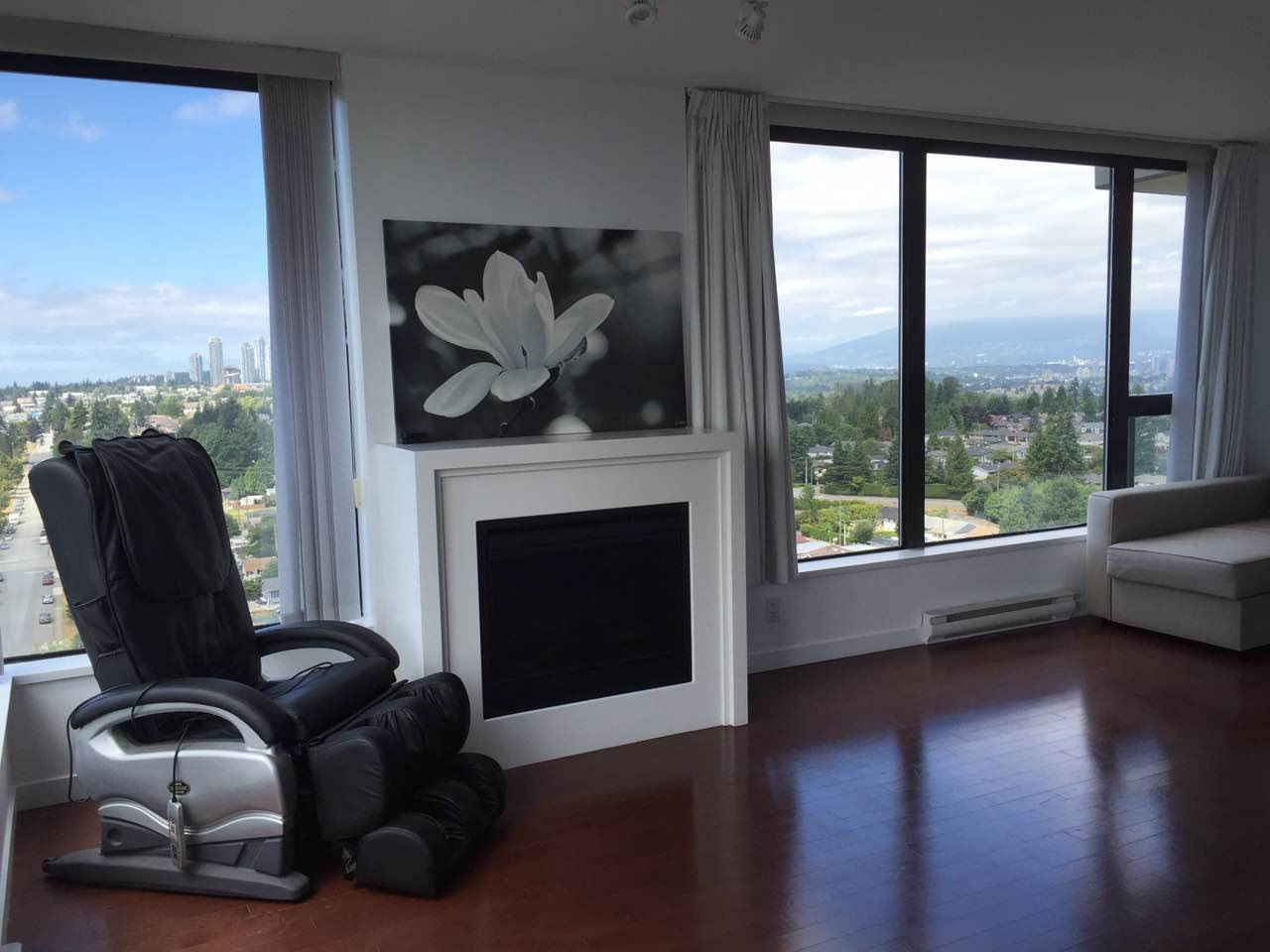 Condo Apartment at 1802 7108 COLLIER STREET, Unit 1802, Burnaby South, British Columbia. Image 3