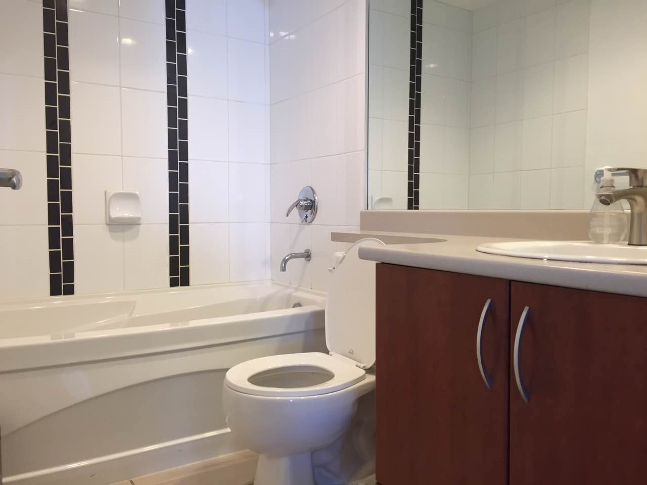 Condo Apartment at 1802 7108 COLLIER STREET, Unit 1802, Burnaby South, British Columbia. Image 15