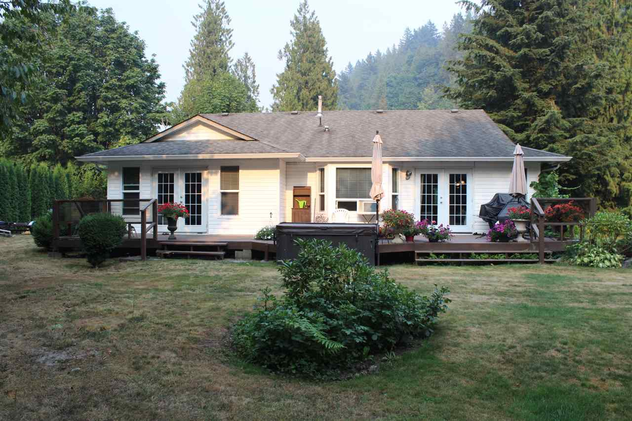 Detached at 45941 SLEEPY HOLLOW ROAD, Cultus Lake, British Columbia. Image 19