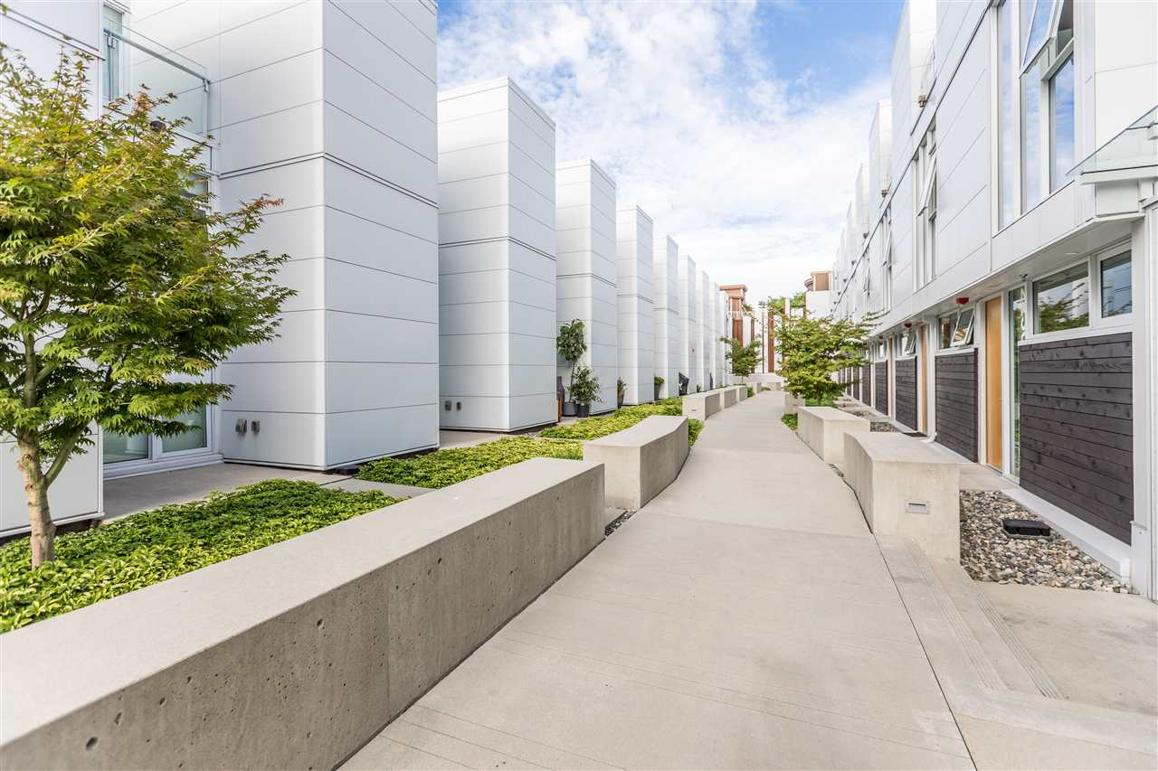 Townhouse at 770 W 6TH AVENUE, Vancouver West, British Columbia. Image 2