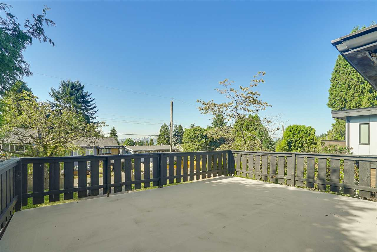 Detached at 515 W QUEENS ROAD, North Vancouver, British Columbia. Image 3