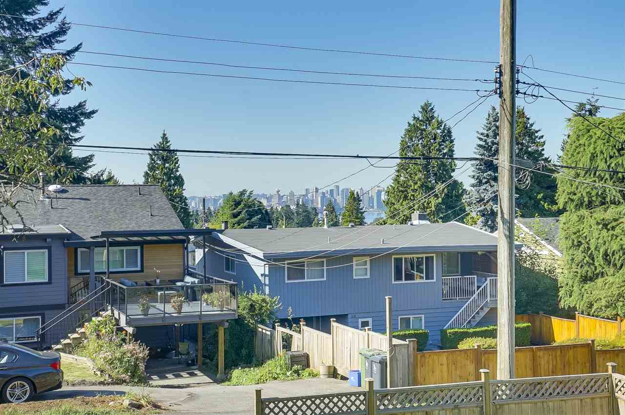Detached at 515 W QUEENS ROAD, North Vancouver, British Columbia. Image 4