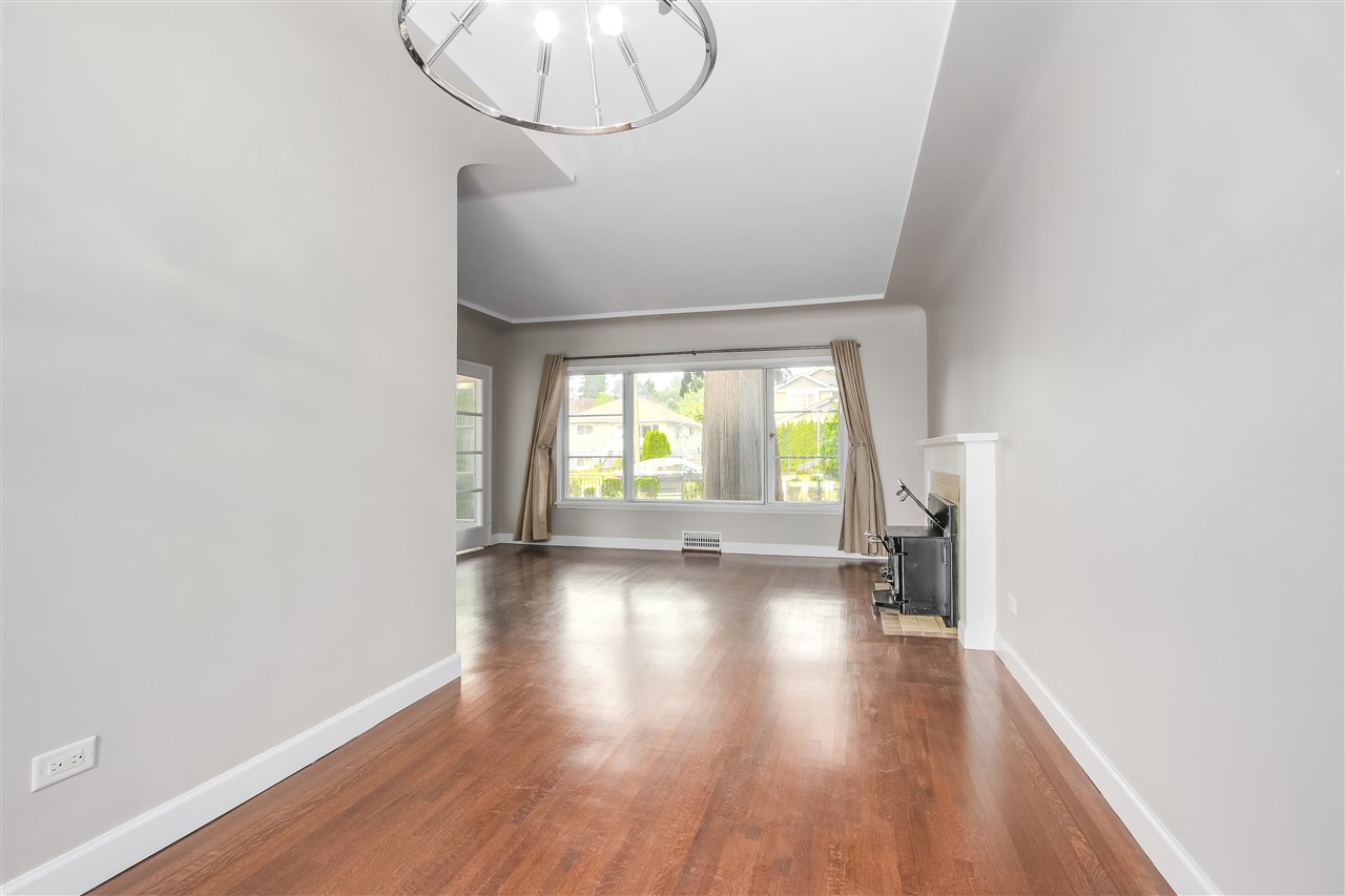 Detached at 515 W QUEENS ROAD, North Vancouver, British Columbia. Image 9