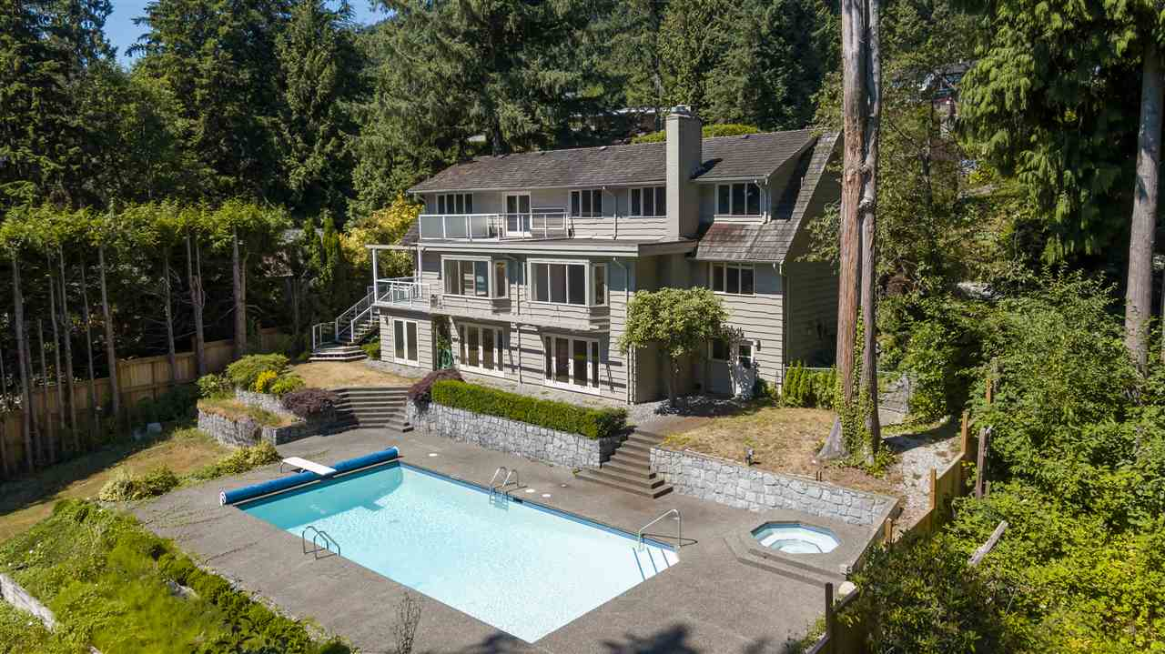 Detached at 3050 SPENCER DRIVE, West Vancouver, British Columbia. Image 2