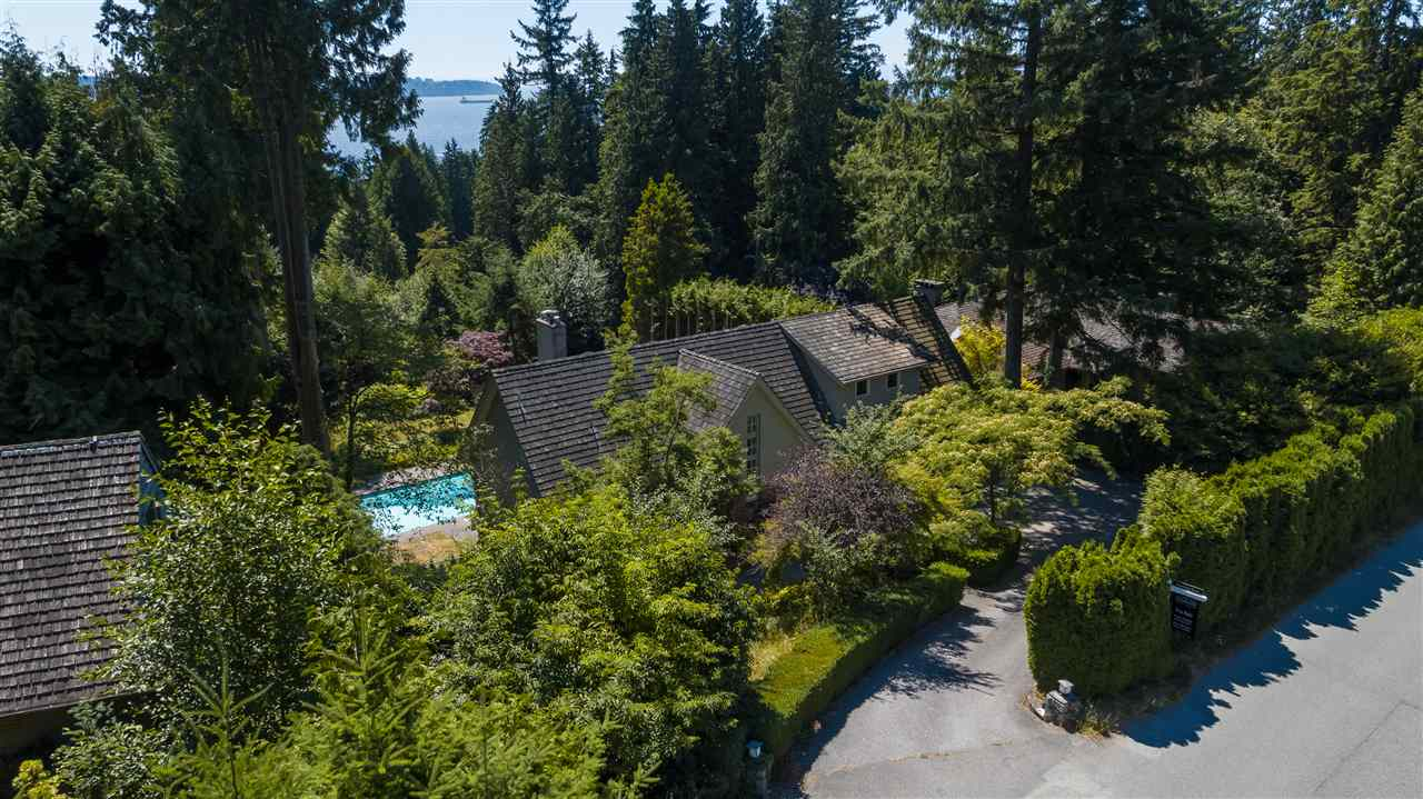 Detached at 3050 SPENCER DRIVE, West Vancouver, British Columbia. Image 4