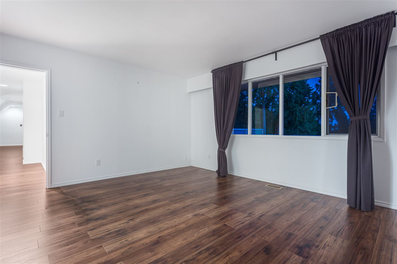 Detached at 3050 SPENCER DRIVE, West Vancouver, British Columbia. Image 10