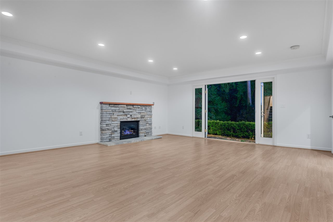 Detached at 3050 SPENCER DRIVE, West Vancouver, British Columbia. Image 12